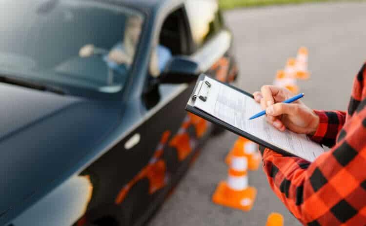 Błędy, które od razu przerywają egzamin na prawo jazdy